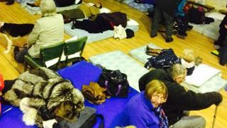 Cerca de 60 personas pasaron la noche en Mataporquera, tras ser rescatados de la A-67