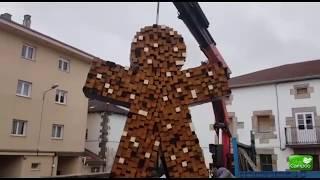 Instalación figura PIPOL ASIA