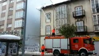 Los bomberos del 112 de Reinosa retiran las viseras
