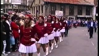 Majoretes y Banda de cornetas y tambores