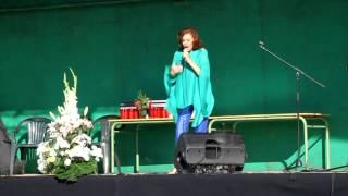 Actuación de Elsa Baeza en el Día de Campoo de Enmedio