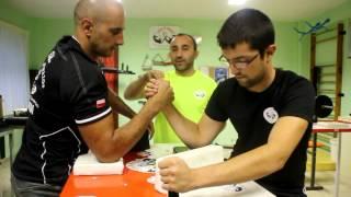 Camilo Vega nos explica el deporte de la lucha de brazos