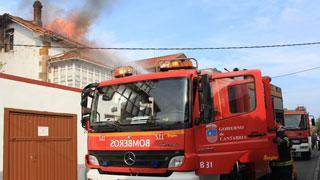 Un incendio arrasa parte de una vivienda en Reinosa